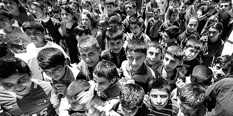 Art meets lives of refugee youths in new photo exhibition in �stanbul